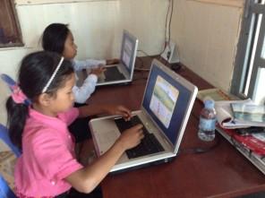 Si impara l'inglese imparando anche ad usare il computer. Adesso il centro ha tre.